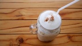 被冰的咖啡用在木背景的牛奶 库存照片