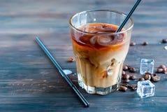 被冰的咖啡用在玻璃的牛奶 库存图片