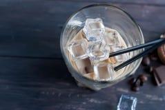 被冰的咖啡用在玻璃的牛奶 库存照片