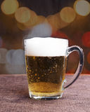 被冰的啤酒夜 免版税图库摄影