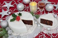 被冰的圣诞节蛋糕 免版税库存照片