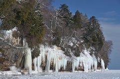 被冰的湖海岸线主管 图库摄影