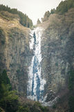 被冰的瀑布在日本 免版税库存图片