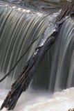 被冰的瀑布 免版税图库摄影