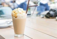 被冰的热奶咖啡咖啡 图库摄影