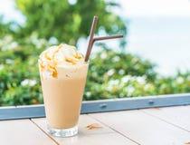 被冰的热奶咖啡咖啡 免版税库存照片