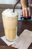 被冰的焦糖咖啡食谱 免版税库存图片