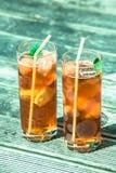 被冰的茶用柠檬和薄菏 免版税库存图片