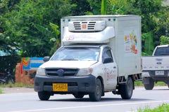 被冷藏的容器微型卡车 免版税库存照片