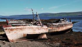 被击毁的小船钓鱼 库存图片