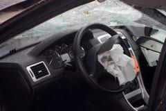 被击毁的气袋汽车 免版税图库摄影