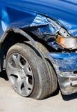 被击毁的汽车垂直 库存照片