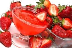 被击碎的冰草莓 免版税库存照片