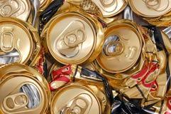 被击碎的啤酒罐 免版税库存照片