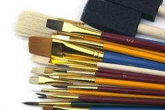 被分类的不同的油漆刷范围 免版税图库摄影