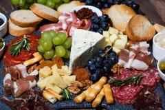 被分类的乳酪和肉 库存图片