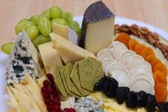 被分类的乳酪盛肉盘 库存图片