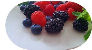被分类的健康莓果 免版税库存照片