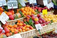 被分类的果子水果市场 免版税图库摄影