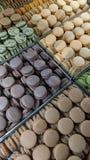 被分类的法国蛋白杏仁饼干 免版税库存图片