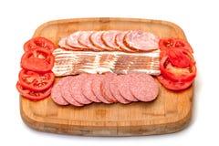 被分类的烟肉香肠片式蕃茄 免版税库存照片