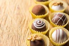 被分类的自创块菌状巧克力 选择聚焦 土气wo 免版税库存图片