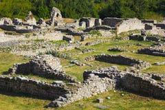 被分裂的克罗地亚老废墟 免版税库存图片