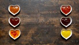 被分类的垂度和调味汁在一副双重横幅 免版税库存图片