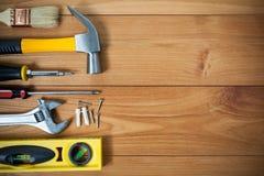 被分类的工作工具特写镜头在木头的 库存图片