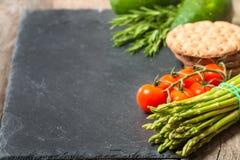 被分类的新鲜蔬菜框架或边界  免版税图库摄影