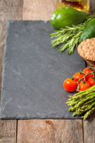 被分类的新鲜蔬菜框架或边界  免版税库存照片