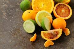 被分类的柑橘-柠檬, manadarin,橙色 免版税库存照片