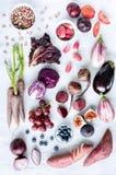 被分类的紫色被定调子的水果和蔬菜作为汇集 库存照片