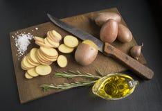 被切的土豆原始 免版税库存照片