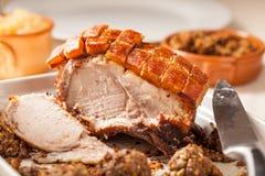 被切的烤猪肉 库存照片