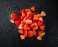 被切的草莓特写镜头射击,选择聚焦 免版税库存图片