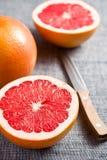 被切的葡萄柚红色 免版税库存照片