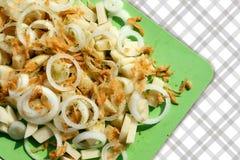 被切的葱,土豆,红萝卜用香料,特写镜头 库存图片