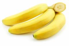 被切的香蕉束查出的成熟 库存照片