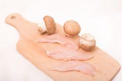 被切的鸡胸脯用烹调的蘑菇 免版税库存照片