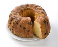 被切的黄蛋糕用葡萄干 库存图片