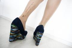被刺字的腿 免版税图库摄影