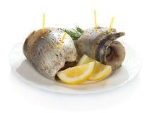 被削减的切片肥胖鲱鱼和柠檬 免版税图库摄影