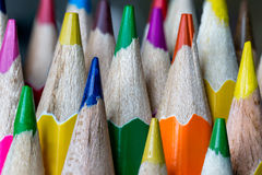被削尖的色的铅笔鸟嘴  免版税库存照片