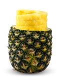 被剥皮和切的新鲜的水多的菠萝 有维生素的富有 背景查出的白色 免版税库存照片