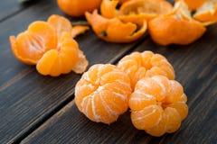 被剥皮的小蜜桔或柑桔 免版税库存图片