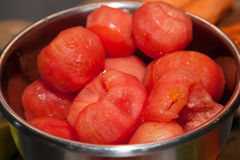 被剥皮的新鲜的蕃茄 免版税库存照片