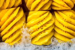 被剥皮的菠萝 免版税库存照片