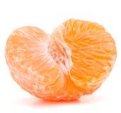被剥皮的蜜桔或普通话果子一半 免版税库存照片