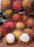 被剥皮的长毛的果子红毛丹印度尼西亚 库存图片